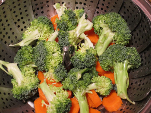 Carrots and broccoli in a steaming pot
